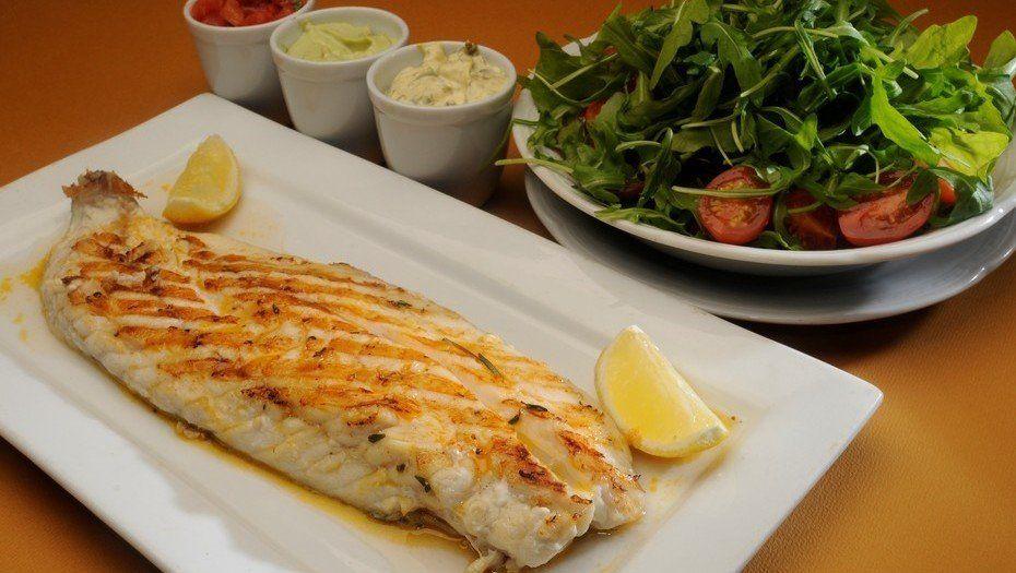 ¿Cómo comer saludable aunque almorcemos todos los días fuera de casa?