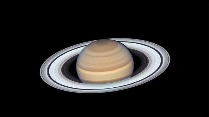 El Hubble fotografió a Saturno como nunca, cuando el planeta se acercó a la Tierra este año