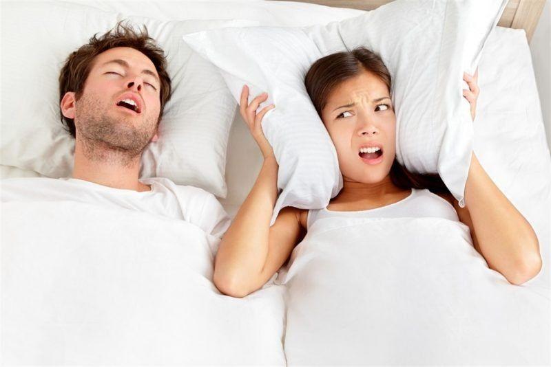 Cómo dejar de roncar cuando duermes