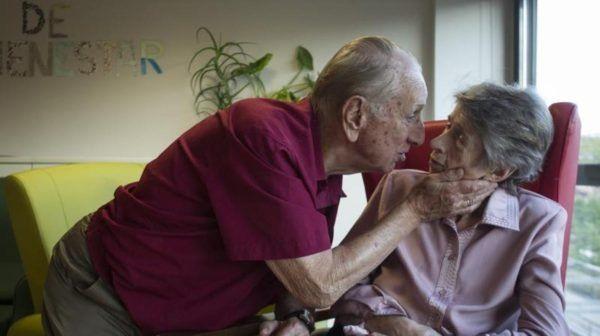 Tiene 86 años y visita todos los días a su mujer con Alzheimer, que ya no lo recuerda