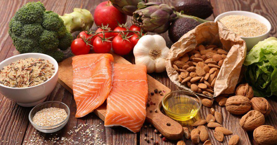 Pescado, nueces, chocolate y avena, entre los alimentos que protegen al cerebro del Alzheimer