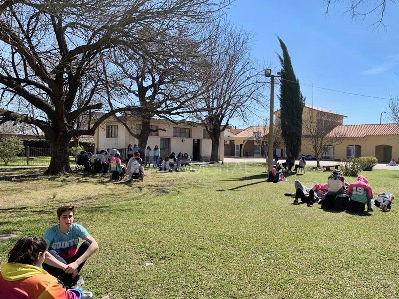 La escuela santafesina que rompió con el modelo de educación convencional, con resultados sorprendentes