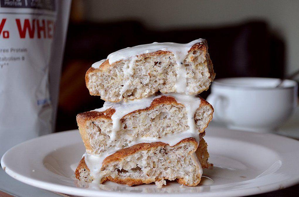 Bizcochuelo fit con crema de cookies y cream