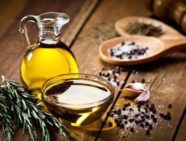 Prohíben la venta de un aceite de oliva y de un lote de pastas con gorgojos