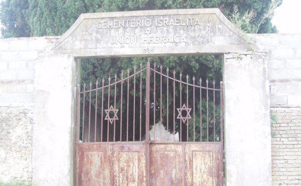 Abren las puertas de misterioso cementerio de mafiosos y prostitutas
