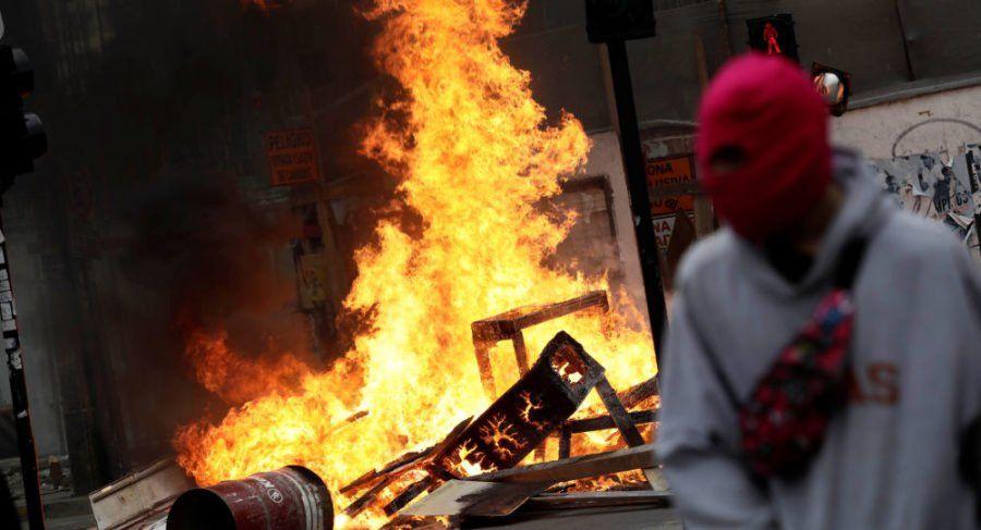 Ascienden a diez los muertos en Chile por los saqueos e incendios