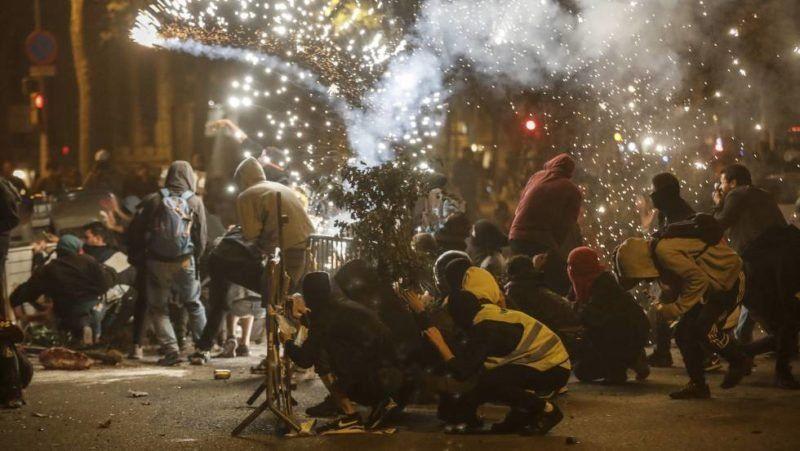 La tensión sigue escalando en Cataluña tras nuevos disturbios y una agresión ultraderechista