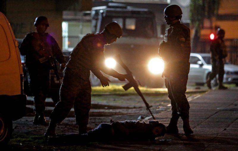 Once muertos y 110 supermercados saqueados durante el estallido de violencia en Chile