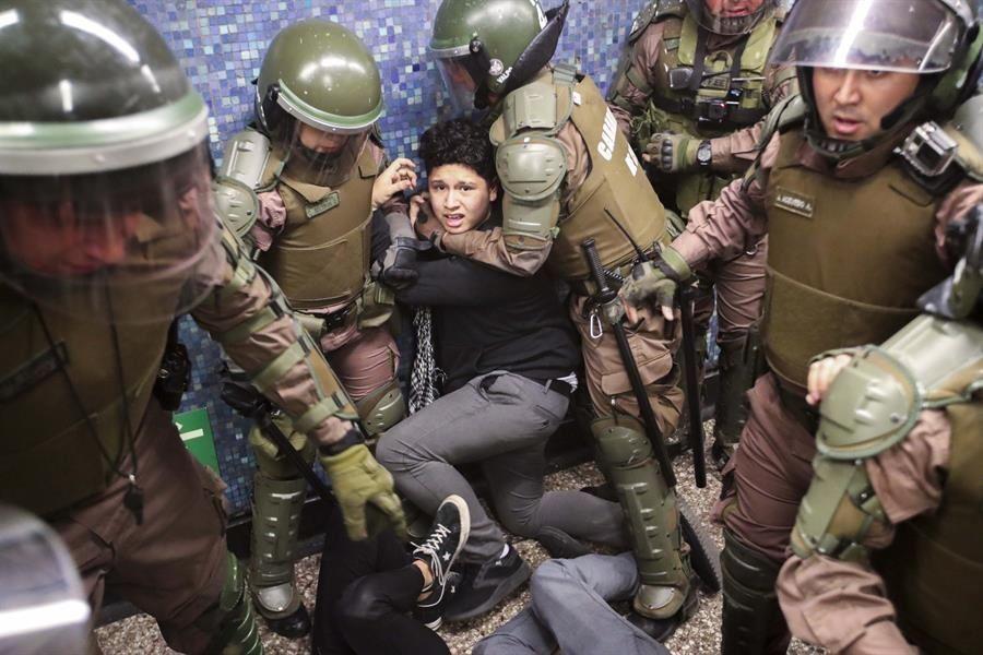 Constatan abuso de fuerza en represiones y centros de detención en Chile