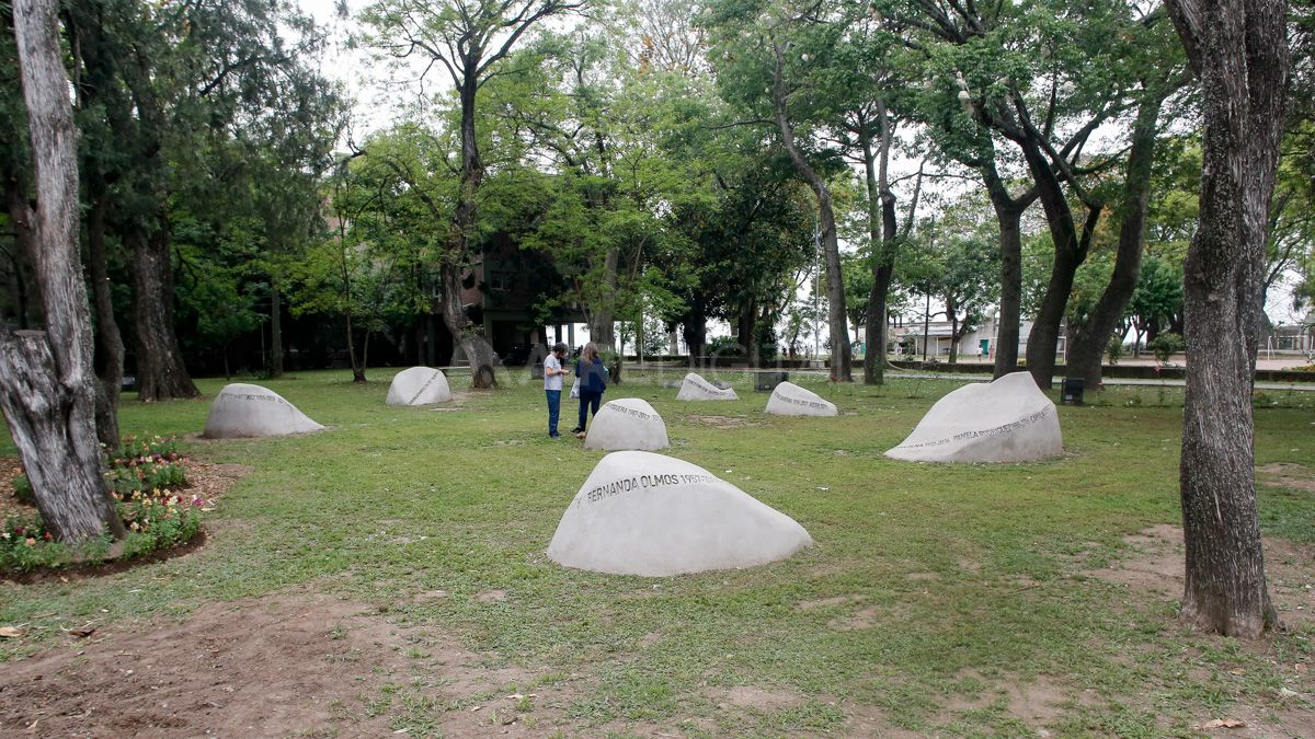 Un memorial para recordar a las víctimas de femicidios en la costanera santafesina