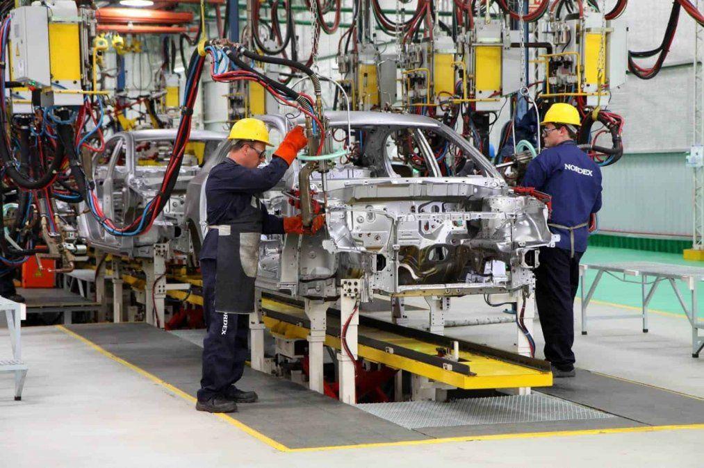 La producción de autos se desplomó un 17,7% interanual en octubre