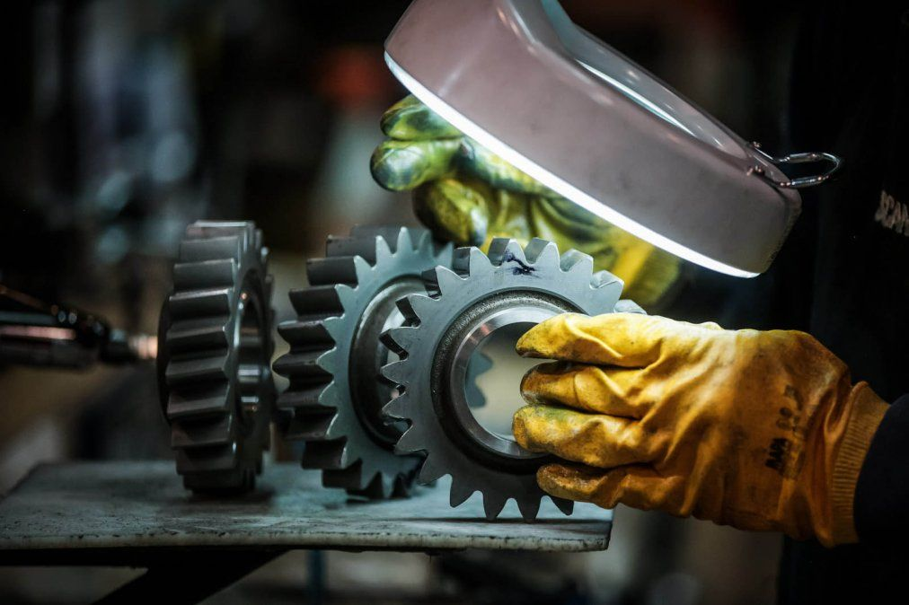 En octubre, la actividad industrial cayó 2,3% y sumó un año y medio de bajas consecutivas
