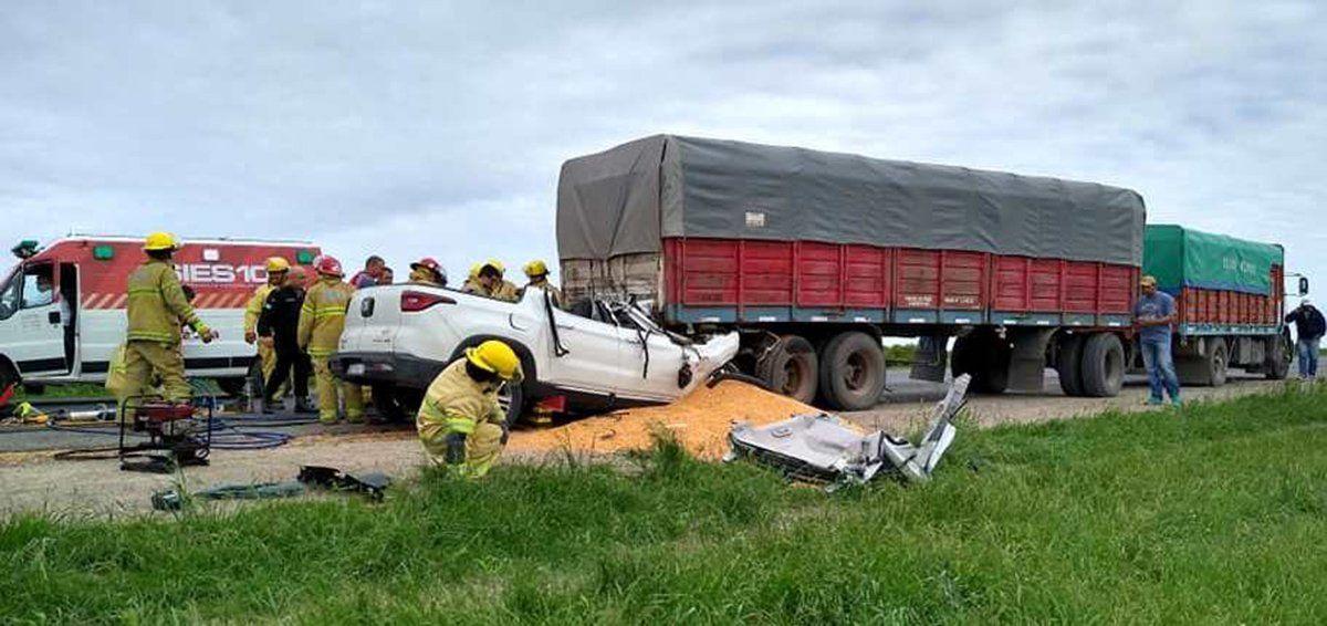 Murió el conductor que embistió un camión en la autopista Santa Fe-Rosario