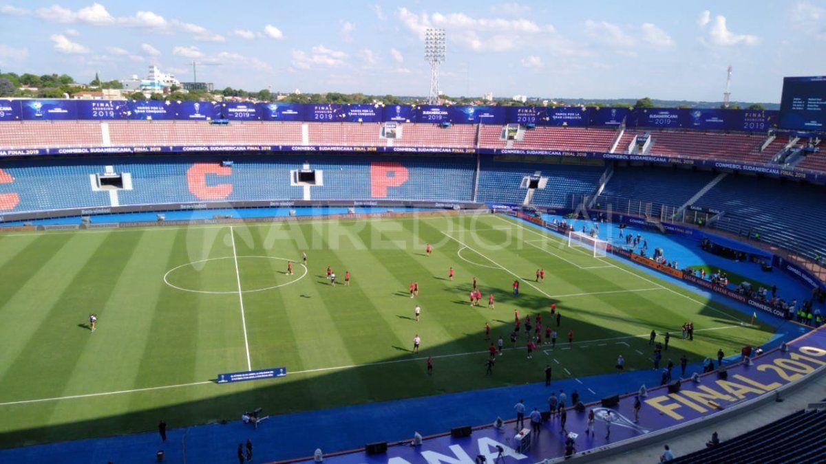 Colón realizó el reconocimiento del campo de juego en el estadio La Nueva Olla