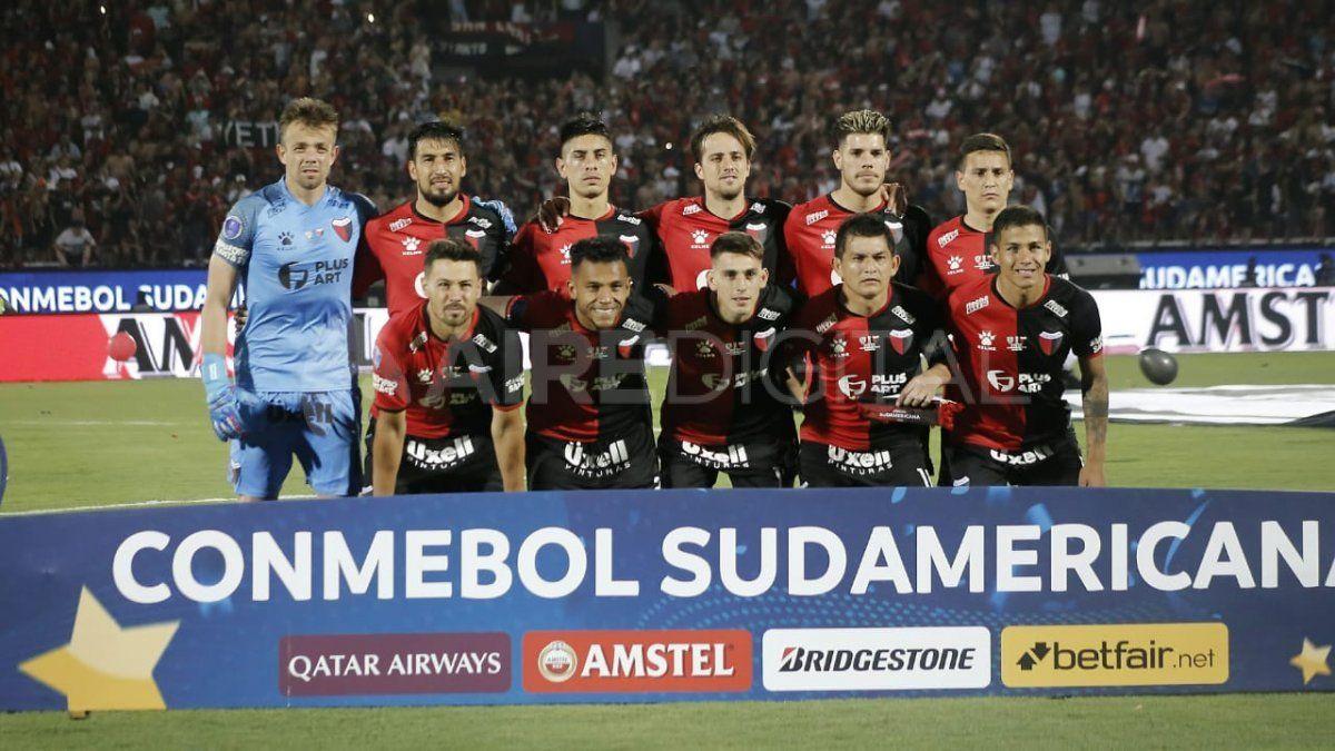 El equipo de Colón antes de salir a jugar la final de la Copa Sudamericana