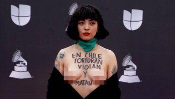 El fuerte mensaje de Mon Laferte en los Latin Grammy