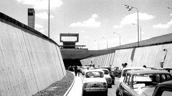 Caravana de autos de época en el Túnel Subfluvial