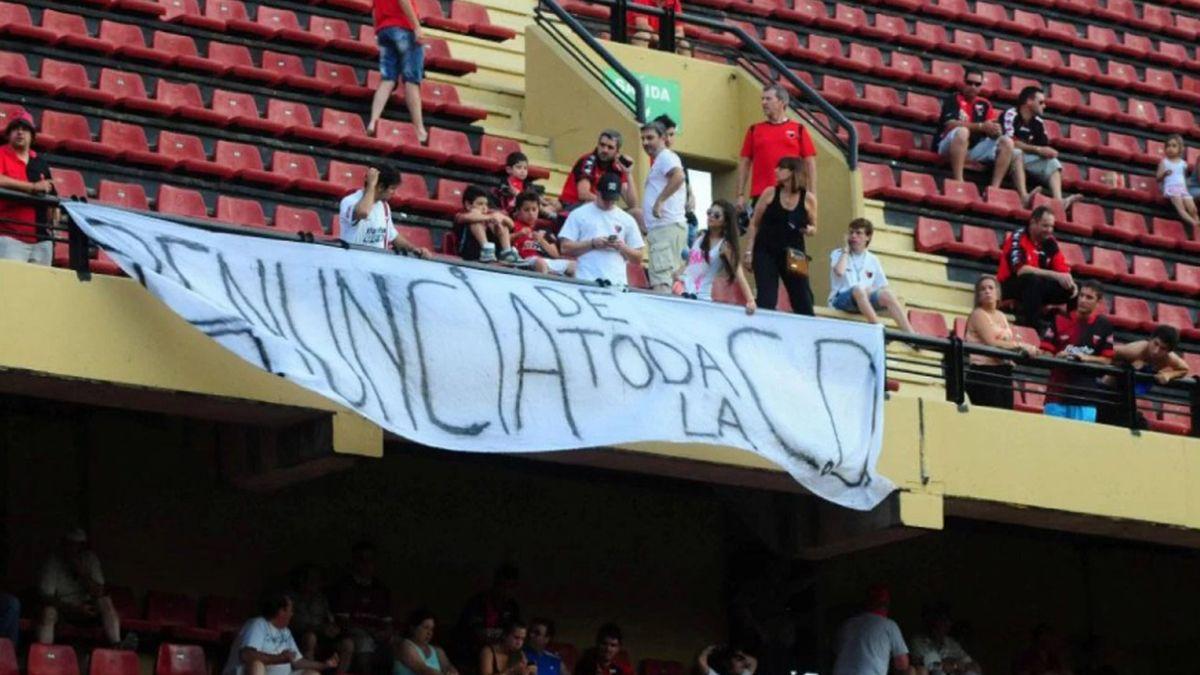 El día que Colón tocó fondo institucionalmente: la negativa de los jugadores que desencadenó en la renuncia de Lerche y el descenso - Aire de Santa Fe - La Gran Radio