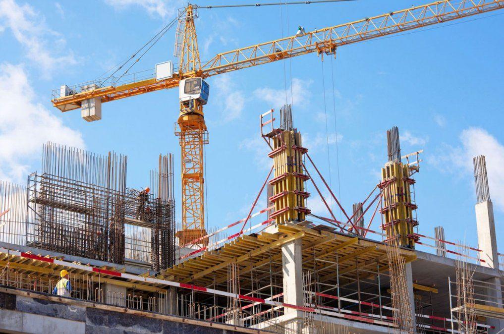 La construcción se derrumbó un 22,1% y la industria cayó 0,8% durante febrero