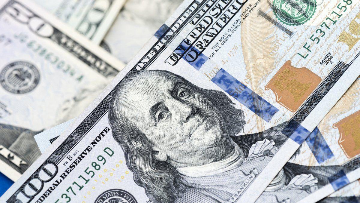 El dólar cerró estable este martes, en un mercado que sigue planchado por el cepo