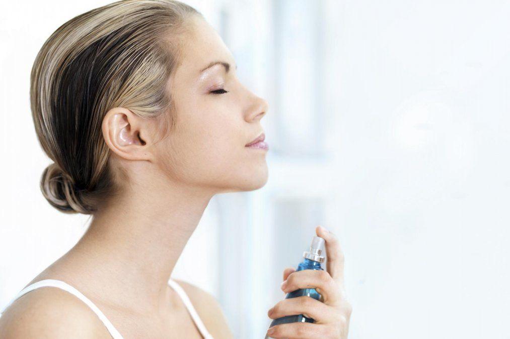 Cómo hacer tu propia bruma facial para nutrir la piel en verano