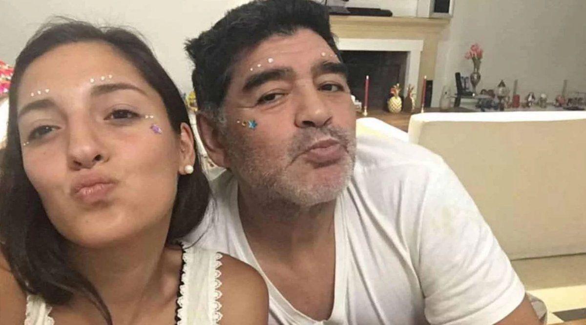 La hija menor de Maradona debuta como modelo de lencería