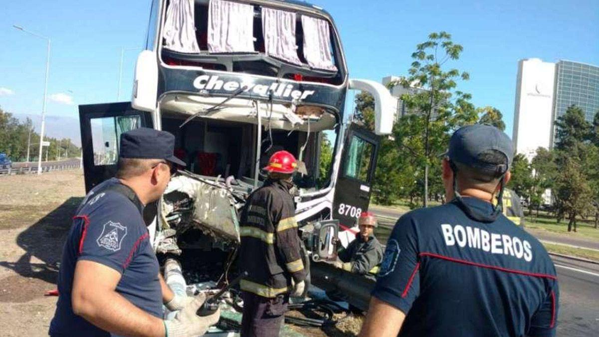 Un colectivo que iba de Mendoza a Córdoba chocó a la altura de Guaymallén