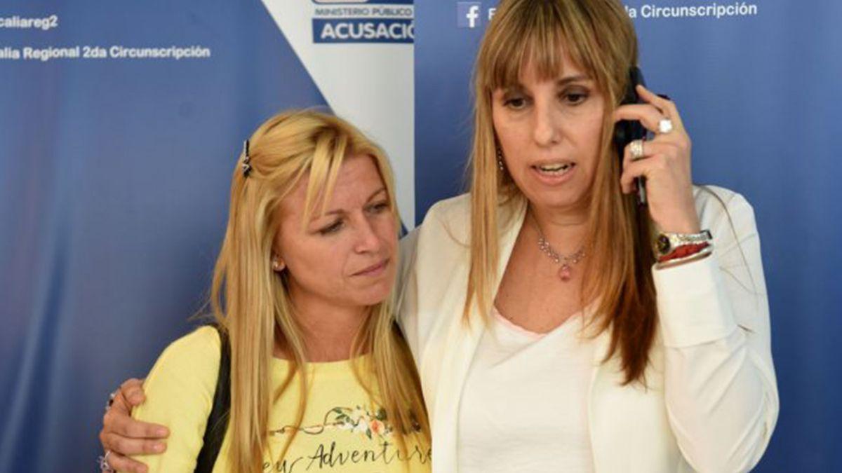 La fiscal Valeria Piazza Iglesias junto a Julia Coria
