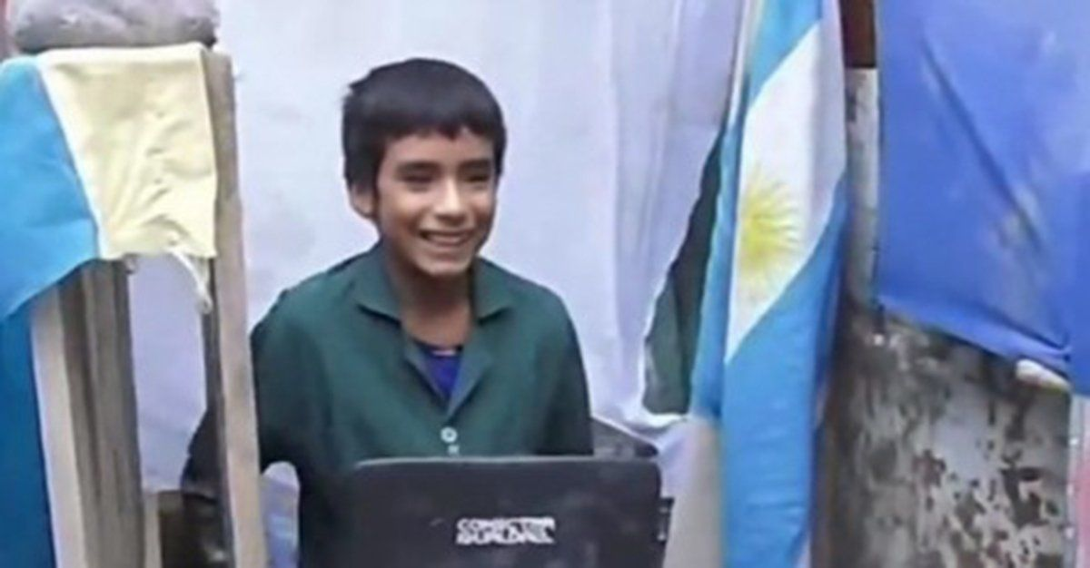 La historia más inspiradora: un niño de 12 años fundó una escuela en el fondo de su casa