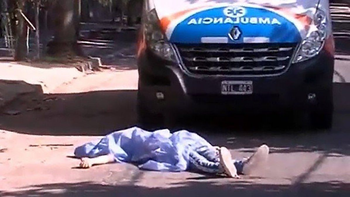 Pelea entre bandas: le dieron un tiro en el pecho y arrojaron su cadáver frente a una ambulancia