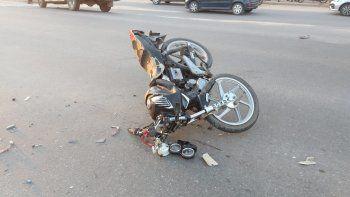 Fuerte accidente en la Ruta 1: un joven motociclista está grave
