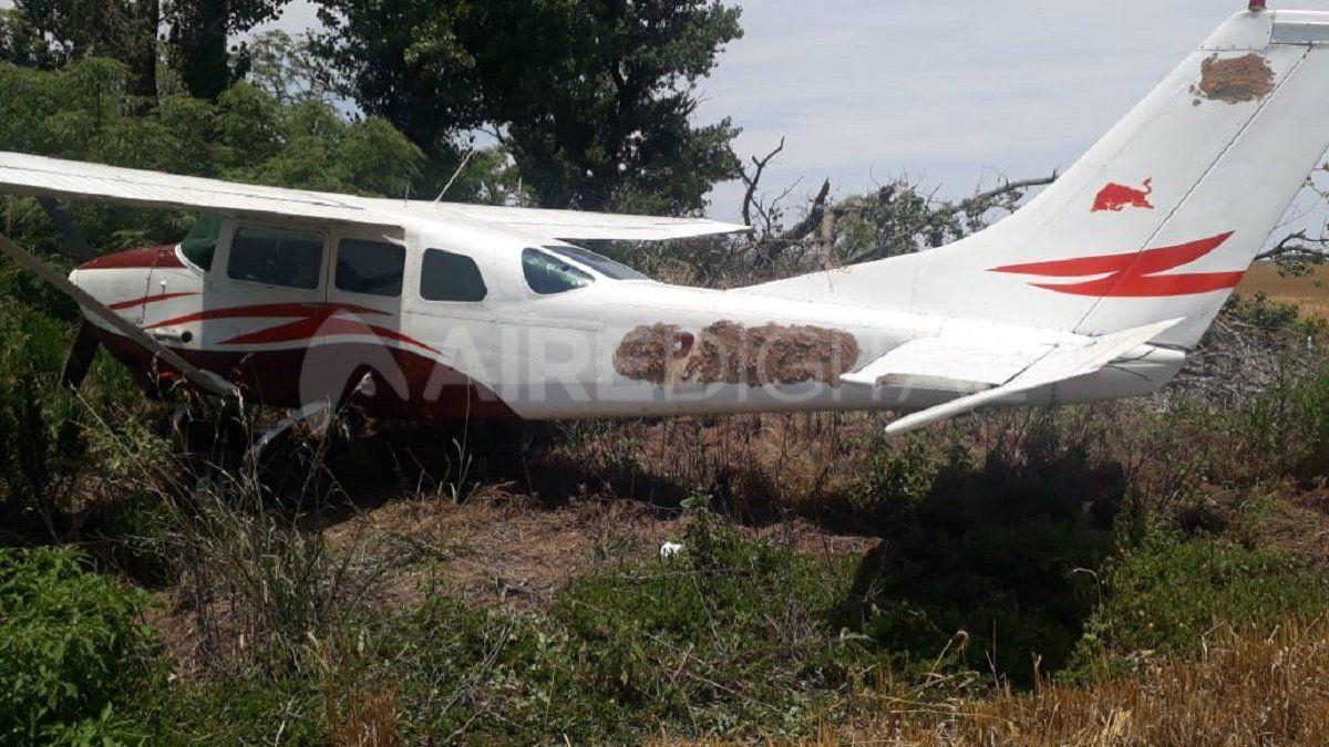 Encontraron en un campo de San Fabián una avioneta boliviana abandonada