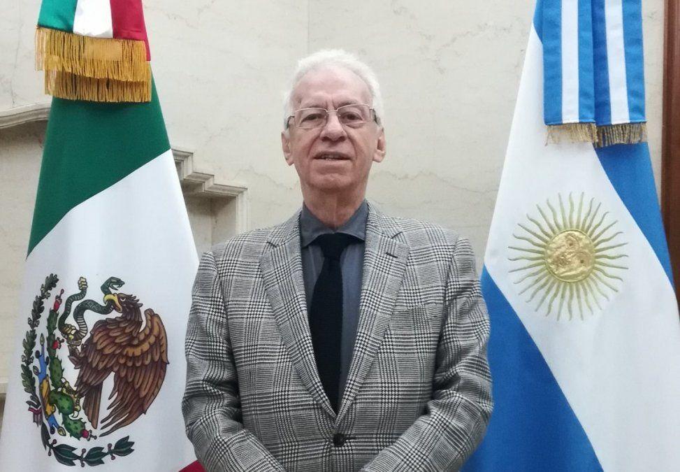 Obligan al embajador de México en Argentina a volver a su país tras robarse un libro