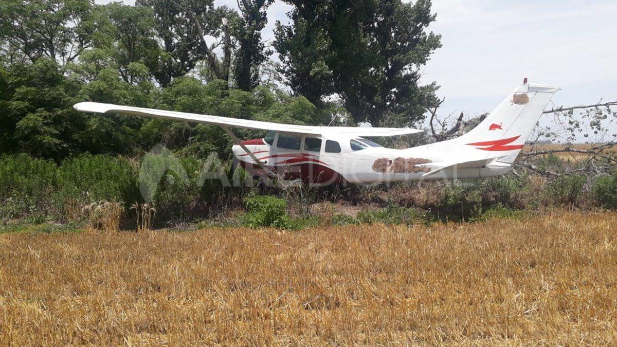 La aeronave fue encontrada por el dueño del campo quien de manera telefónica dio aviso a la policía.