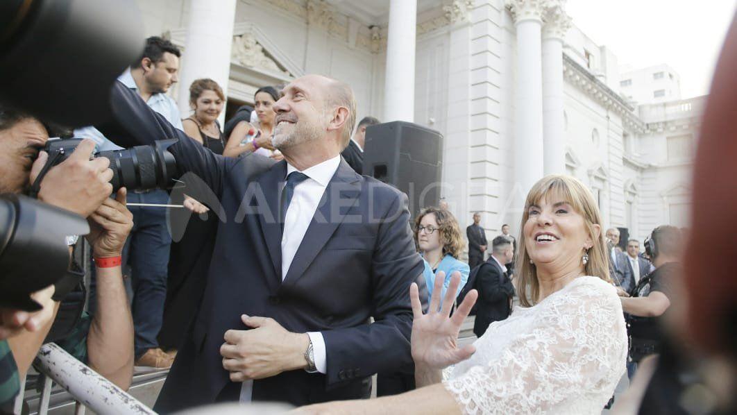 Omar Perotti y Alejandra Rodenas llegaron a la Legislatura minutos después de las 18:30
