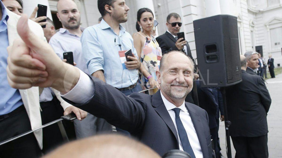 Omar Perotti llegó a la Legislatura minutos después de las 18:30