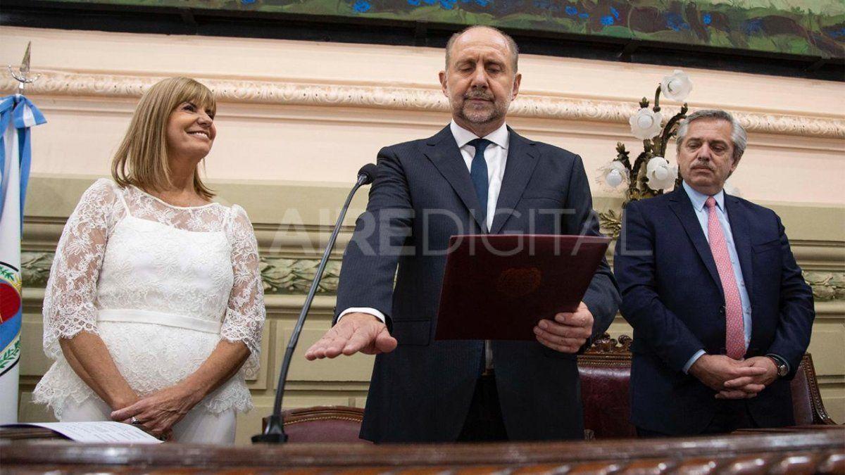 El nuevo gobernador de Santa Fe, Omar Perotti, juró acompañado del presidente Alberto Fernández