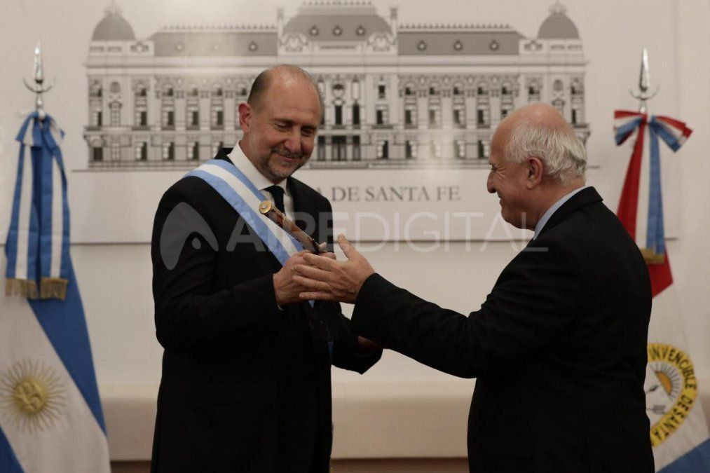 El ex gobernador MiguelLifschitz entregó los atributos al Omar Perotti