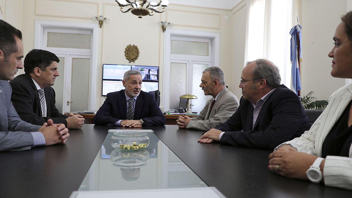 La foto. Ayer el ministro de Seguridad mantuvo una reunión con los pilares de la seguridad santafesina.