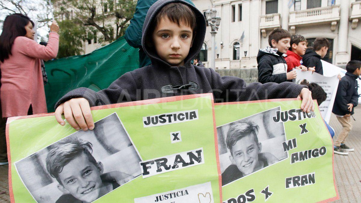 Amigos de Francisco Sueldo piden justicia tras su muerte en un accidente.