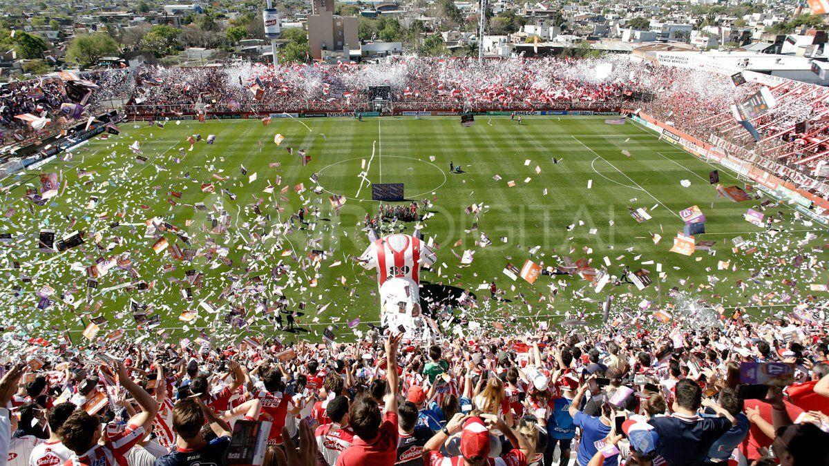 Así recibieron los hinchas de Unión a su equipo en el clásico que se jugó en el 15 de Abril.