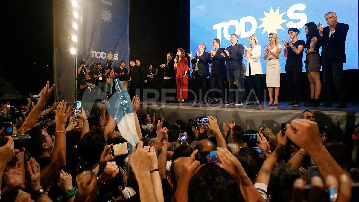 Los festejos del presidente Alberto Fernández y Cristina Fernández tras el triunfo de las elecciones.