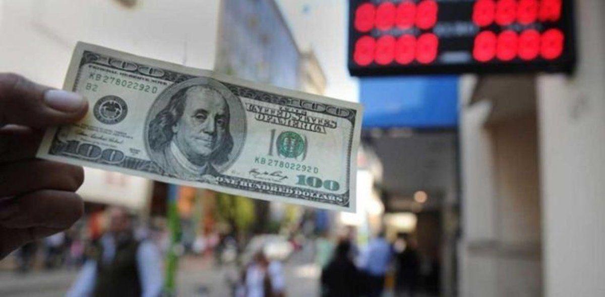 Los beneficiarios del IFE de $10.000 que paga Anses no podrán comprar dólares