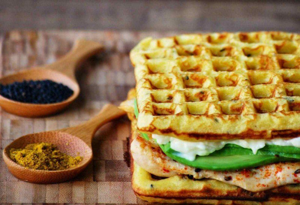 Waffles salados de harina de garbanzos y masa madre