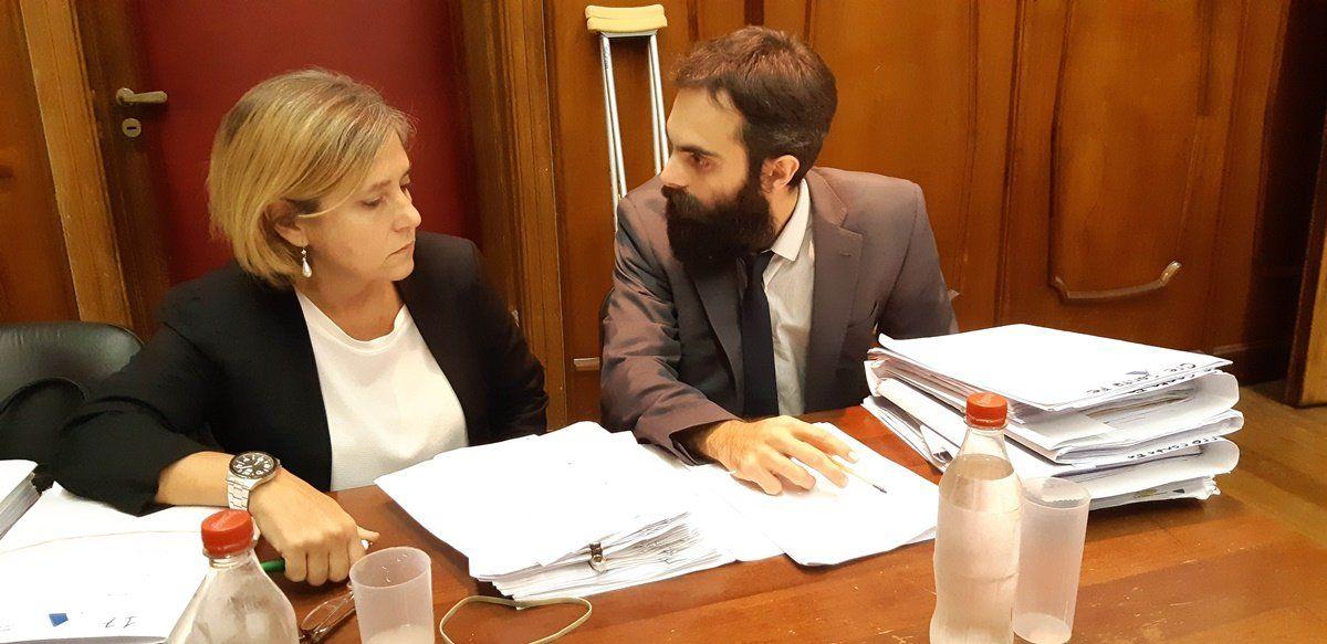 Los fiscales de la Unidad de Delitos Complejos Mariela Jiménez (izq.) y Ezequiel Hernández (der.)