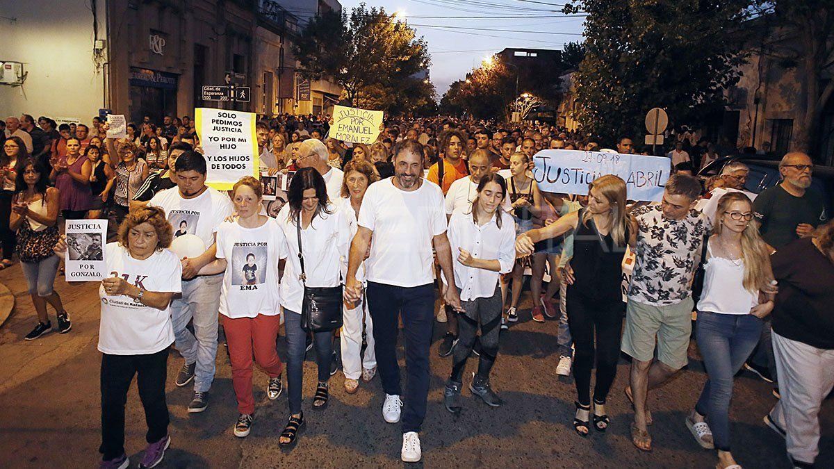 Familiares de víctimas de la inseguridad se movilizaron acompañados de miles de rafaelinos para pedir justicia.