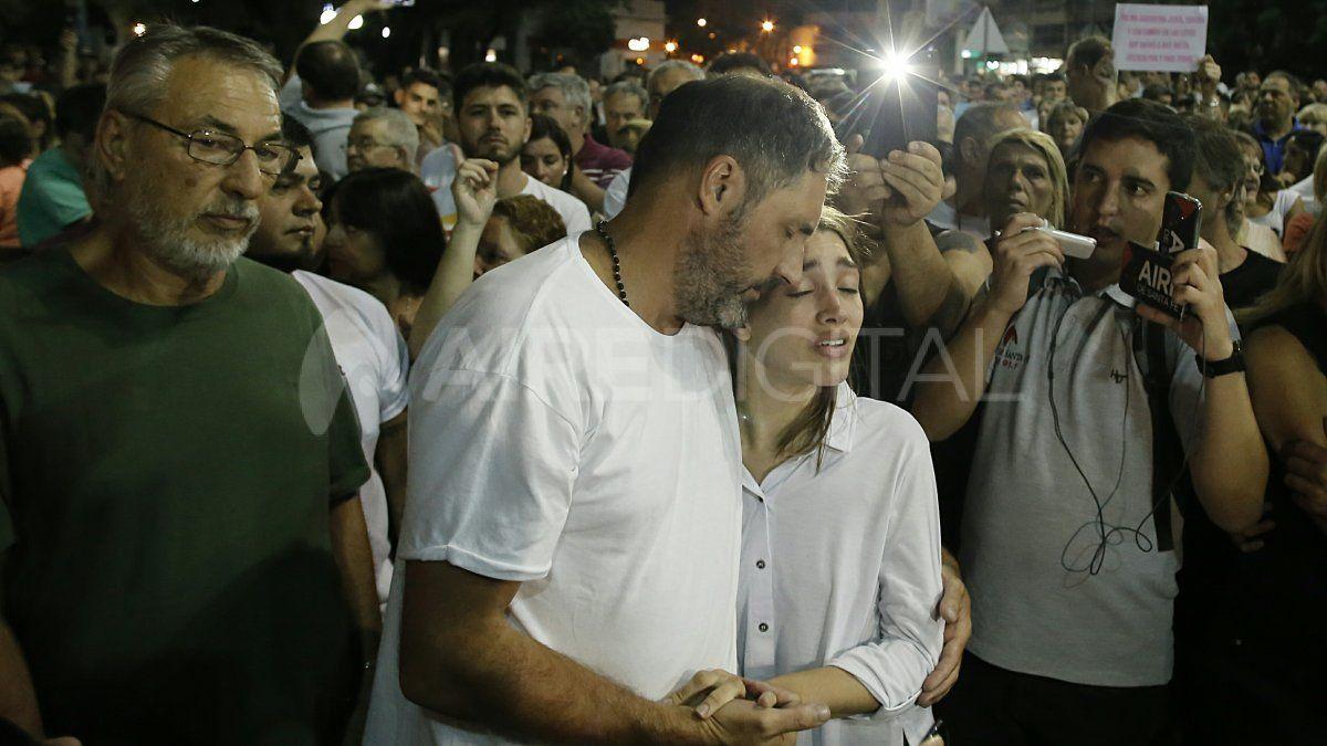 Los padres de Gonzalo Glaria estuvieron presentes en la marcha en la que los rafaelinos reclamaron justicia por su hijo y basta de inseguridad.