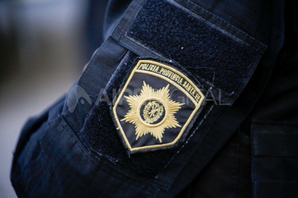 Autorizan a la Policía de Santa Fe a tener el arma lista para disparar