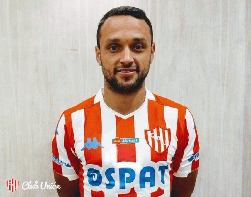Sebastián Assis llegó a Mar del Plata y posó con la camiseta de Unión