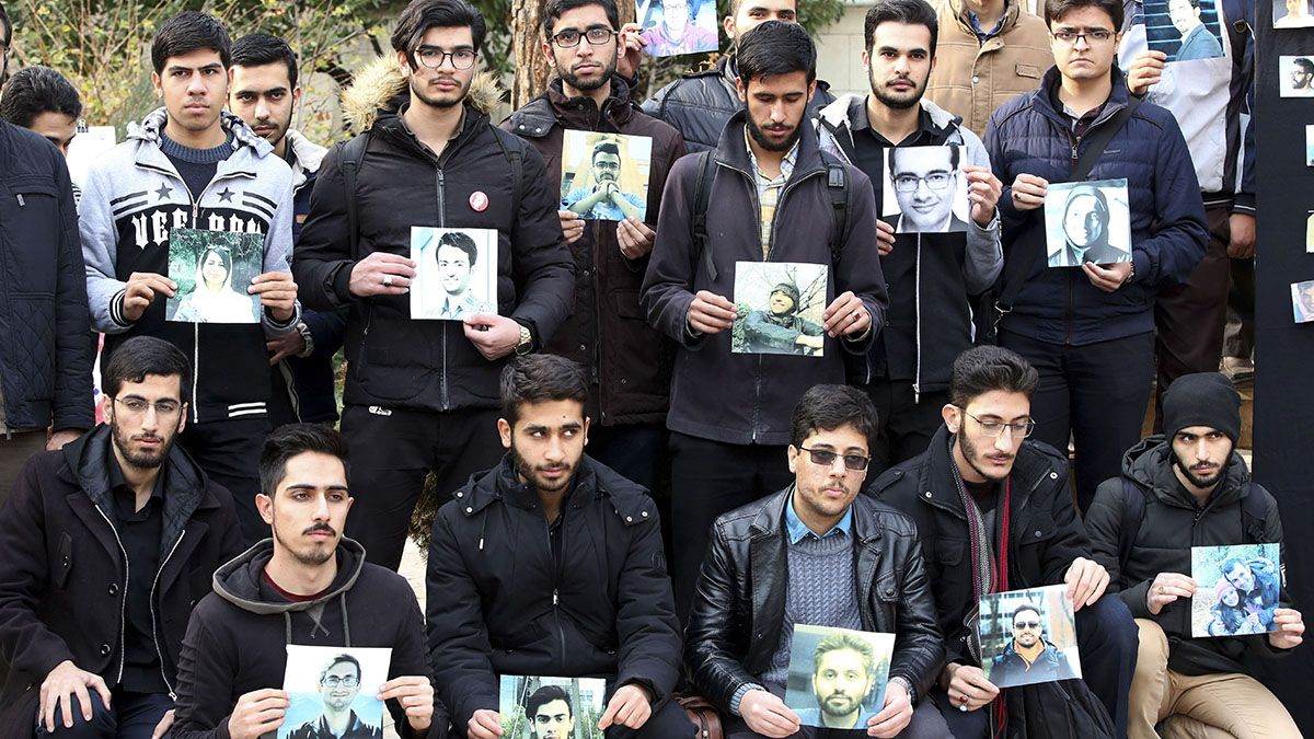 Irán anunció detenciones por el derribo del avión pero las protestas se mantienen